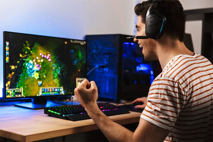 gamer getting 144 FPS on PC game